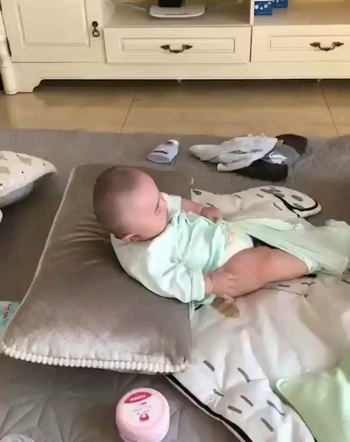 خب یکی به این طفلی کمک کنه ! تلف شد بیچاره :))