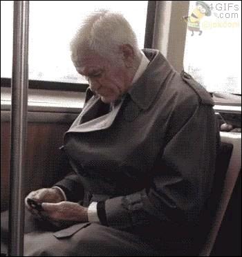 وقتی با بابابزرگت گوشی لمسی هدیه میدی :)))