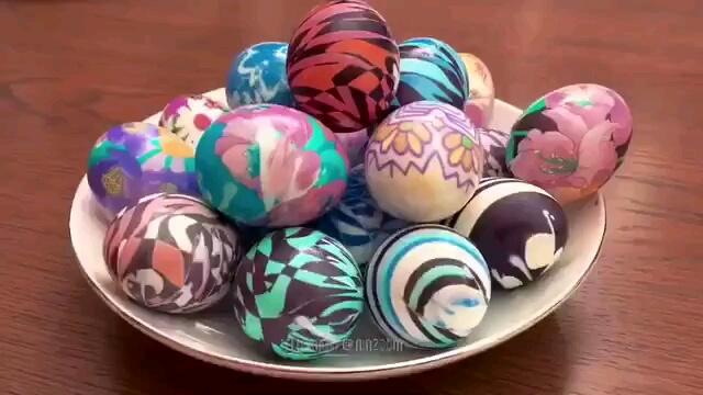 روش ساده رنگ آمیزی تخم مرغ های هفت سین