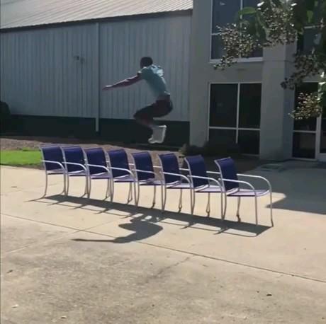 پرش زد یا پرواز کرد ؟