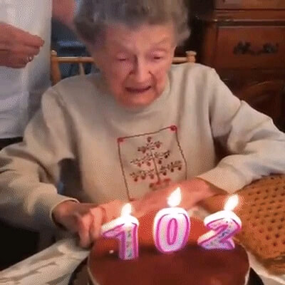 جشن تولد و خنده بامزه پیرزن