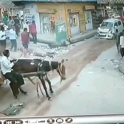 فیلم خنده دار تصادف ماشین و گاری :)))