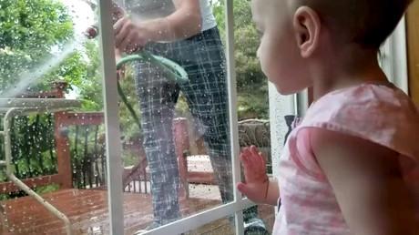 ترسیدن بامزه کودک | gif باحال