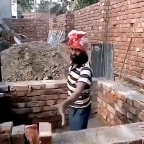 فقط یه هندی میتونه انقدر هندی باشه :)