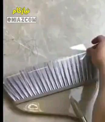 ترفند جمع کردن موهای کف زمین هنگام جارو کردن