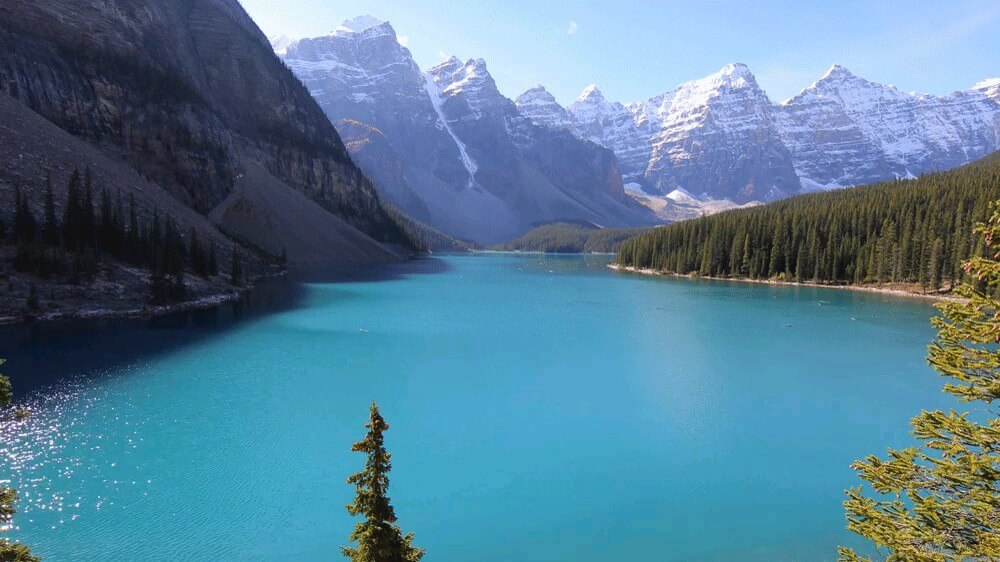 دریاچه زلال و زیبا