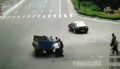 فیلم تصادف خیلی خنده دار ؛ تا آخر ببینید