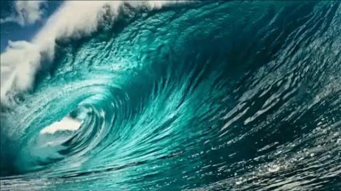 عکس متحرک موج دریا