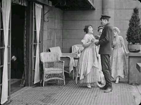 صحنه ای بیادماندنی از چارلی چاپلین