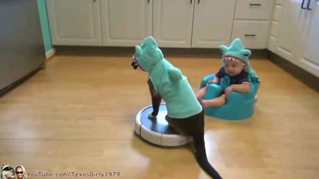 اینم روش جدید برای سرگرمی کوچولوها .!