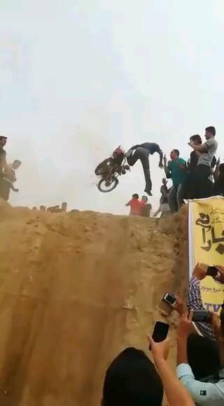 فیلم خنده دارترین پرش های موتورسواری :))