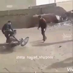 حرکات نمایشی خنده دار با موتورسیکلت | کلیپ خنده دار ایرانی