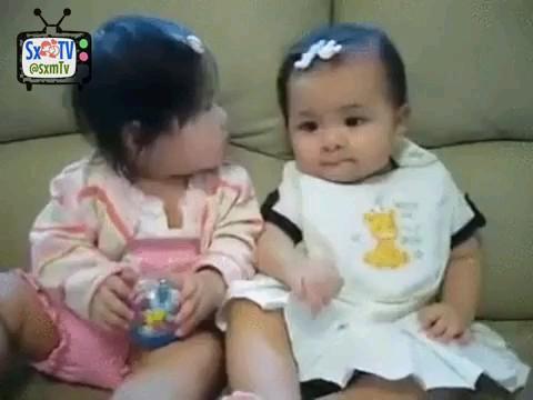 ویدیو کلیپ خنده دار دو تا نی نی کوچولو | اصلا توقع نداشت :))