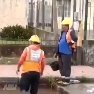 کارگران سخت مشغول کارند :))