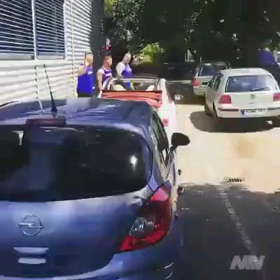 روش برخورد با کسانی که ماشینشون رو هرجایی پارک میکنن :))