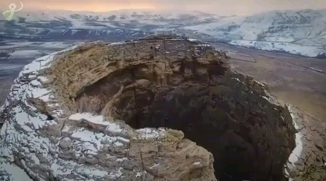اينجا تخت سليمان در شهرستان تكاب آذربايجان غربی هست