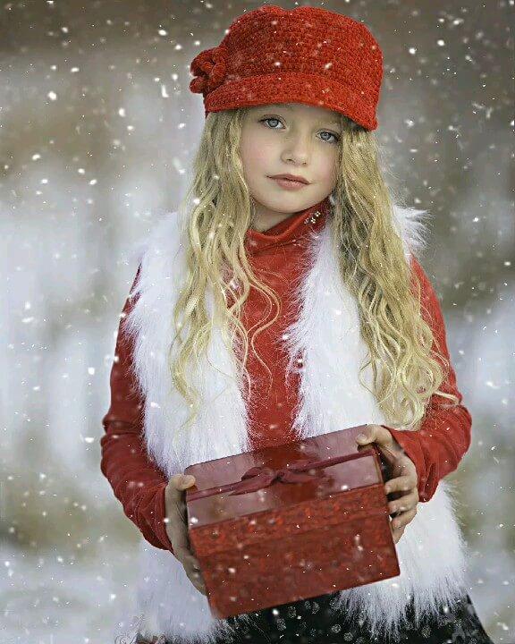گیف زیبا زمستانی | عکس متحرک دختر زیبا