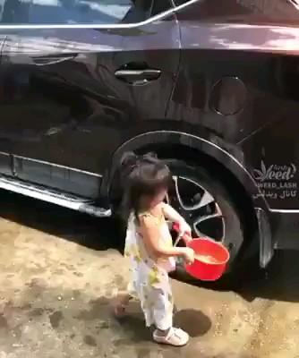 طرز صحیح شستن ماشین :)) | ویدیو خنده دار