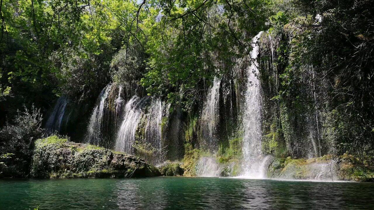 دانلود عکس متحرک آبشار زیبا در طبیعت