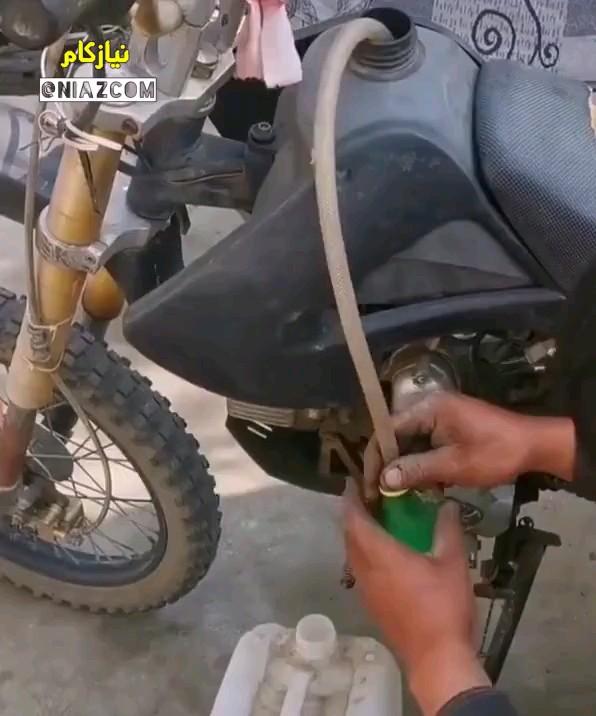 ترفند کشیدن بنزین از باک موتور و ماشین