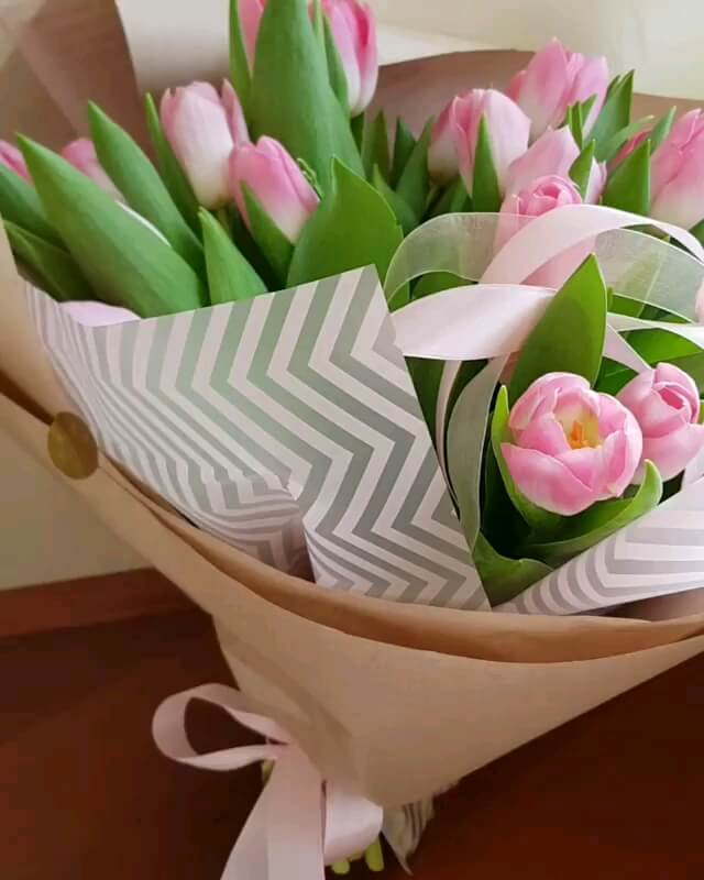 عکس متحرک تبریک و تقدیم گل