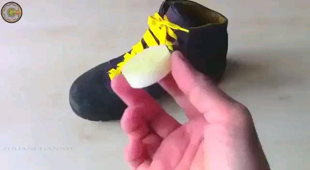 ترفند ضد آب کردن کفش با شمع