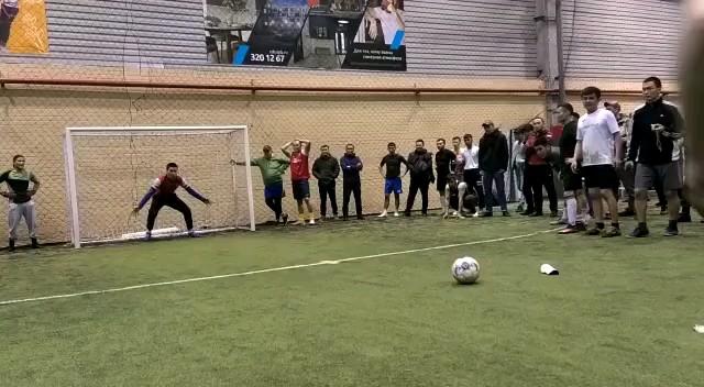 گیف خنده دار فوتبالی | فیلم پنالتی خنده دار