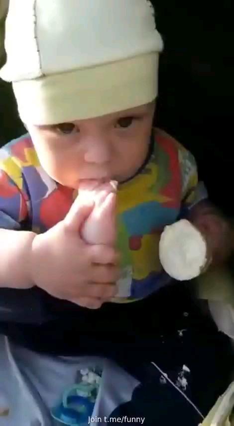 کلیپ خنده دار بچه بامزه و بانمک