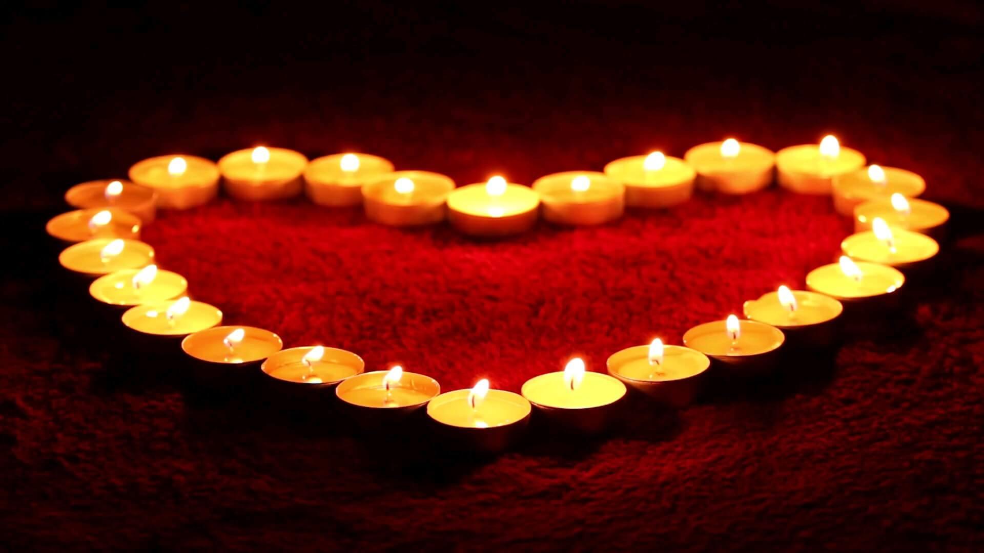 گیف قلب عاشقانه با شمع