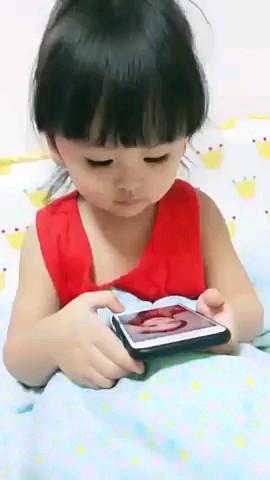 فیلم کوتاه خنده دار کودک بامزه