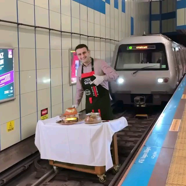 فیلم شوخی ترسناک محمد بوراک در ایستگاه مترو