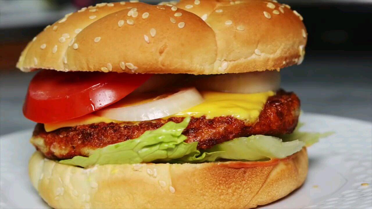 طرز تهیه برگر مرغ (چیکن برگر) | ویدیو آشپزی