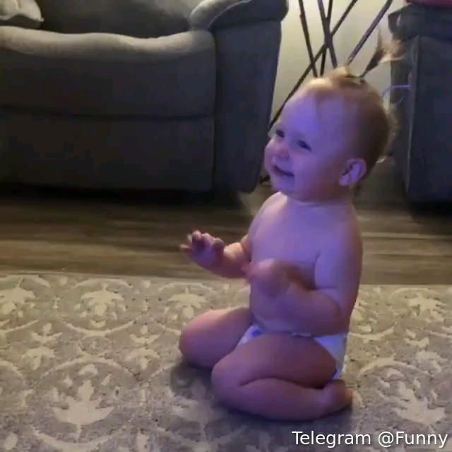 گیف خنده دار کودک بامزه