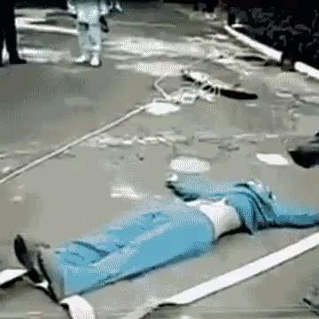 وقتی تو ایران میخوان بیمار مبتلا به کرونا رو جابه جا کنن :))