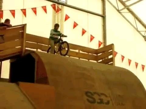 فیلم کوتاه دوچرخه سوار خنده دار :))