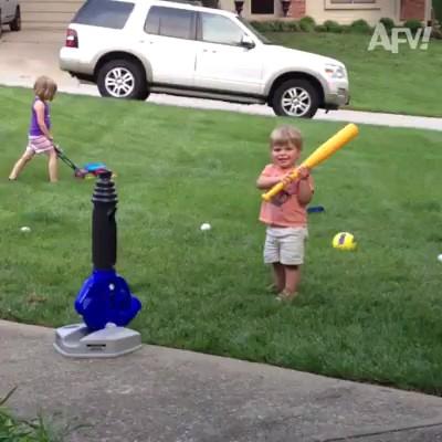 فیلم کارهای خنده دار بچه ها در بازی و ورزش