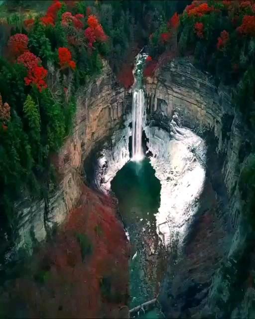 آبشار پاییزی (Taughannock) ایالت نیویورک امریکا