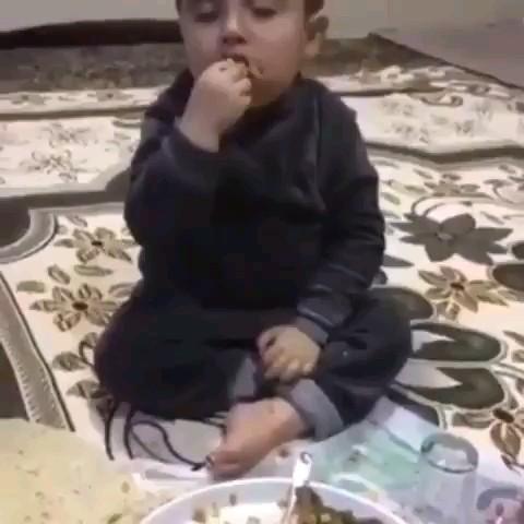 وقتی سحر تو ماه رمضون پامیشی غذا بخوری :)))