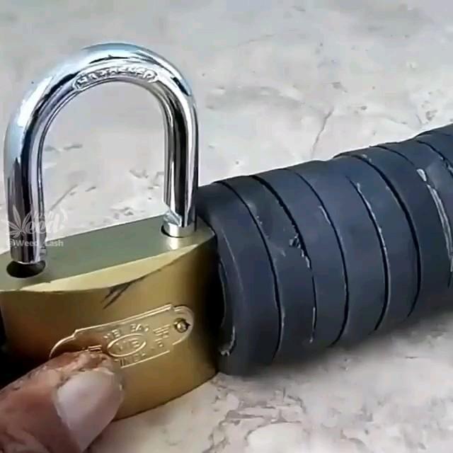 ترفند باز کردن قفل فقط با استفاده از یه آهن ربای قوی ، مراقب سارقان باشید !