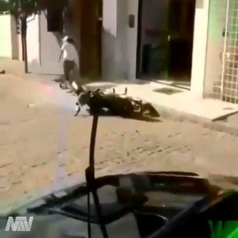 وقتی جلو مدرسه دخترونه تصادف میکنی:)) | دانلود ویدیو طنز باحال