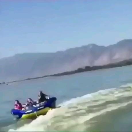 خلاصه میرید شمال قایق سواری خیلی مراقب باشید اینطوری نشید :)))