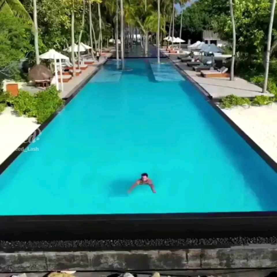 ویدیو گردشگری | استخر لاکچری در کنار سواحل رویایی و زیبا