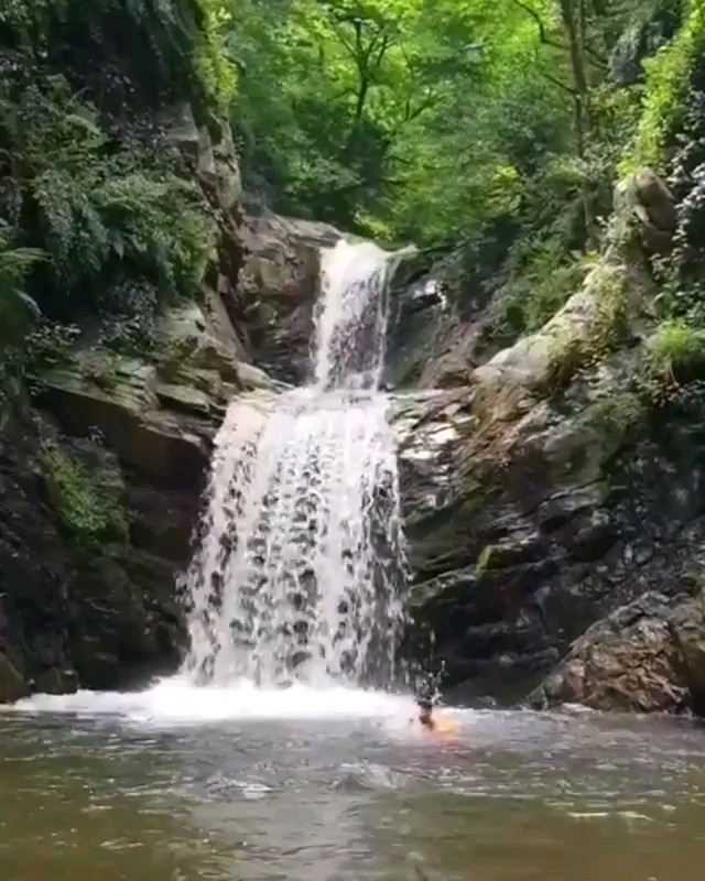 آبشار مایه وزن منطقه گشت رودخان روستای گرداولس استان گیلان