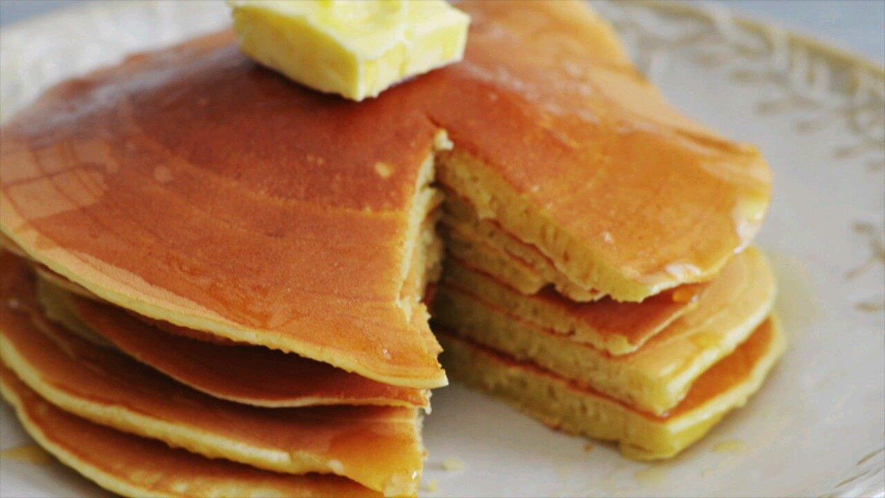 طرز تهیه پنکیک کلاسیک صبحانه | ویدیو آشپزی