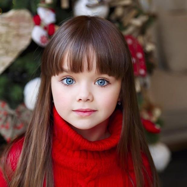 تصویر متحرک دختر بچه زیبا