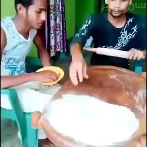 پخت شیرینی خونگی رو ببینید. خیلی تو کارشون مهارت دارن :))