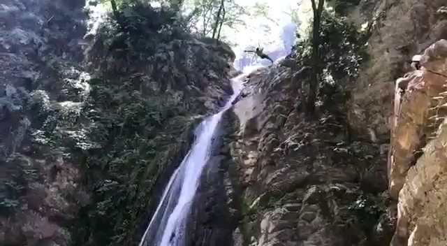 کلیپی زیبا ازطبيعت زيباي آبشارهاي شير آباد جنگل نيلبرگ غار ديو سپيد