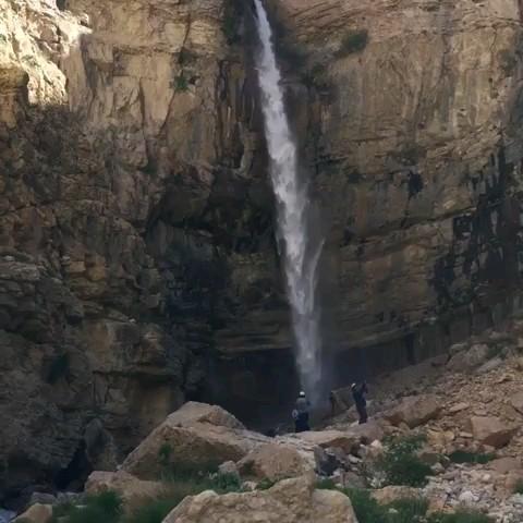 آبشار خفر در دامنه های دنا و نزدیکی روستای توریستی خفر سمیرم