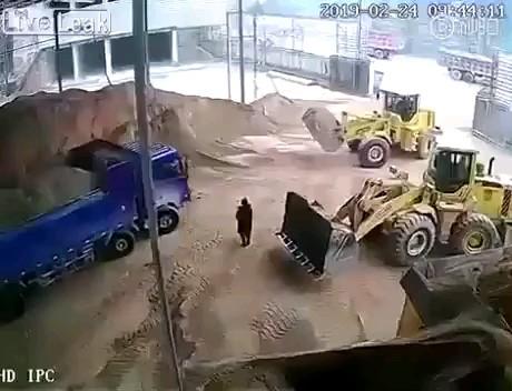 کلا مهندس رو با خاک یکسان کرد:)))