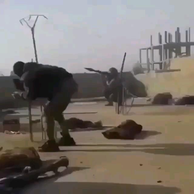 حماسه ای دیگر از نظامی های نیروهای آمریکایی در حمله به ایران :)) خنده دار